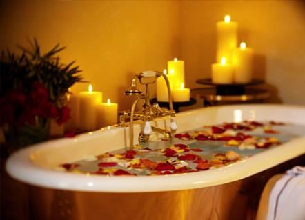 Un baño relajante ayuda a mantener una piel tersa y suave.